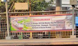 Stasiun Kramat Layani KA Lokal Cikampek dan Purwakarta